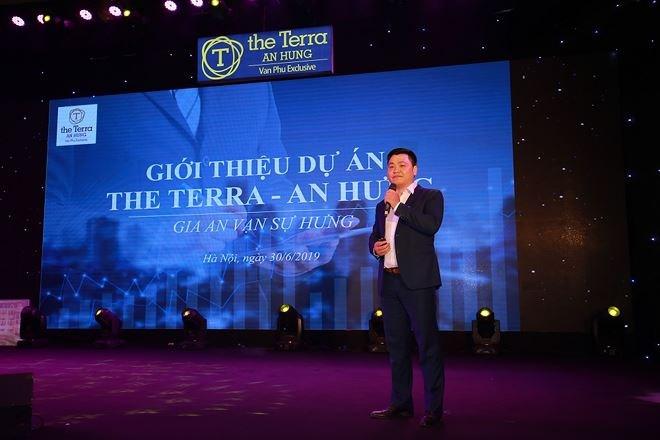 """Trái ngược với nhận định của người viết, ông Vũ Anh Tuấn, Tổng giám đốc Công ty cổ phần Kinh doanh địa ốc Văn Phú phát biểu tại buổi mở bán cho biết Terra An Hưng có khả năng tăng giá """"nhanh chóng"""" ???"""