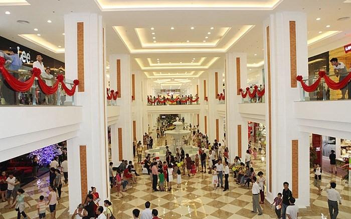 Shopping, ăn uống, vui chơi giải trí khép kín trong các Mega Mall mới là xu hướng hiện đại đang được giới trẻ ưa chuộng.
