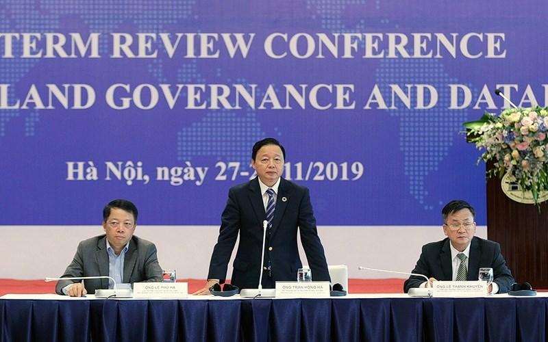 Bộ trưởng Bộ Tài nguyên và Môi trường Trần Hồng Hà phát biểu tại Hội Nghị đánh giá giữa kỳ Dự án tăng cường quản lý đất đai và cơ sở dữ liệu đất đai (Dự án VILG)
