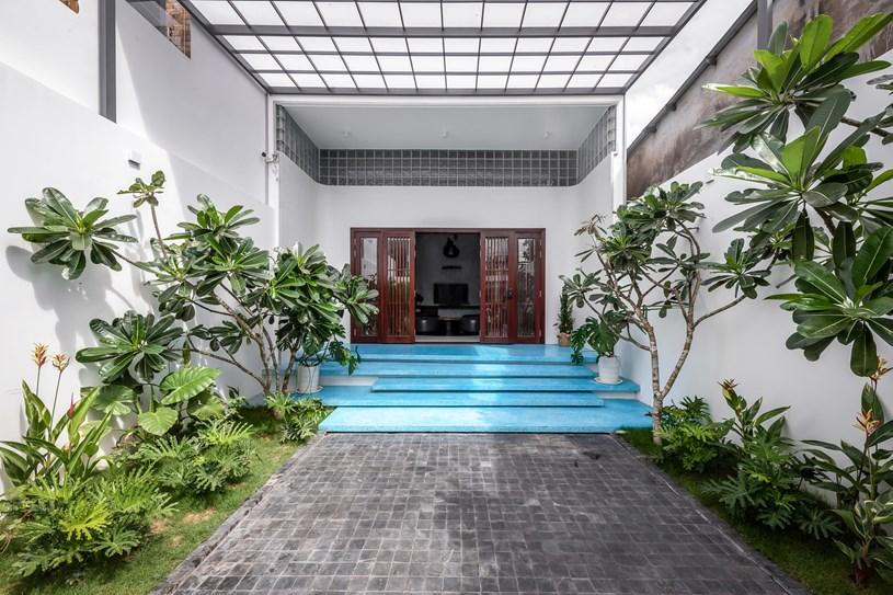 Do đó, đội ngũ kiến trúc sư phải tìm cách giải quyết vấn đề về chiều dài ngôi nhà, hạn chế bóng tối.