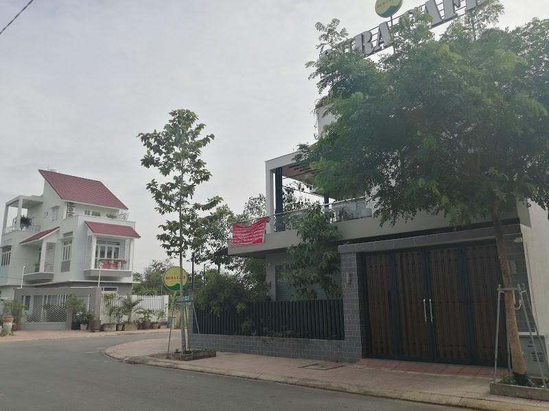 """Đồng Nai: Khách hàng treo băng rôn đòi """"sổ hồng"""" tại dự án Biên Hòa Riverside - Ảnh 2"""