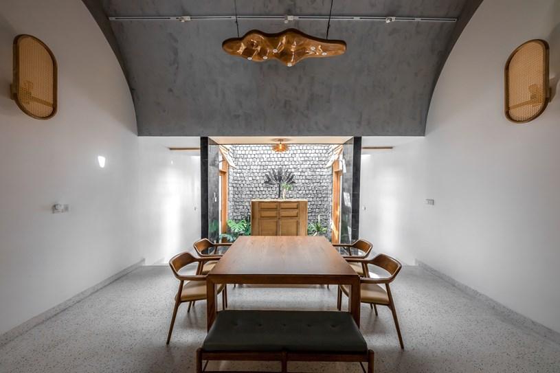 Lấy cảm hứng từ hình ảnh một cuốn nhật ký dài với hàng loạt sự kiện và cảm xúc trong cuộc sống, các kiến trúc sư đã xây dựng nên ngôi nhà này như sự phản ánh câu chuyện cuộc đời của một con người.