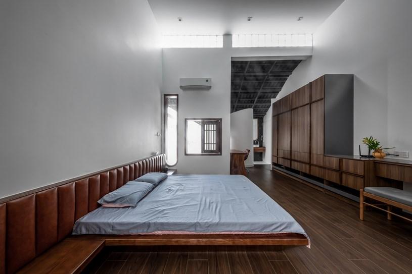 Thiết kế nội thất của ngôi nhà đem lại cảm giác chuyển động. Khi đi qua từng ngóc ngách, một người có thể trải qua những cảm giác khác nhau và nối dài bất tận, không biết khi nào kết thúc.