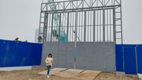 """Môi giới chụp ảnh trước cổng dự án NƠXH Hạ Đình đăng lên mạng xã hội """"làm màu"""" với khách hàng"""