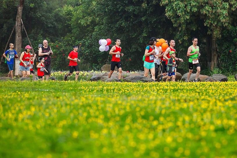 """Ecopark Marathon 2021 - Ngắm cung đường chạy giữa thiên nhiên """"siêu chất"""" trước giờ G - Ảnh 1"""