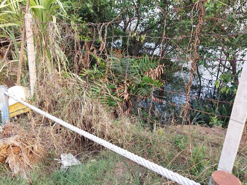 Nước thải sinh hoạt Khu dân cư Melosa Garden được xả trực tiếp ra sông không qua xử lý? Ảnh: Doanh nghiệp Việt Nam