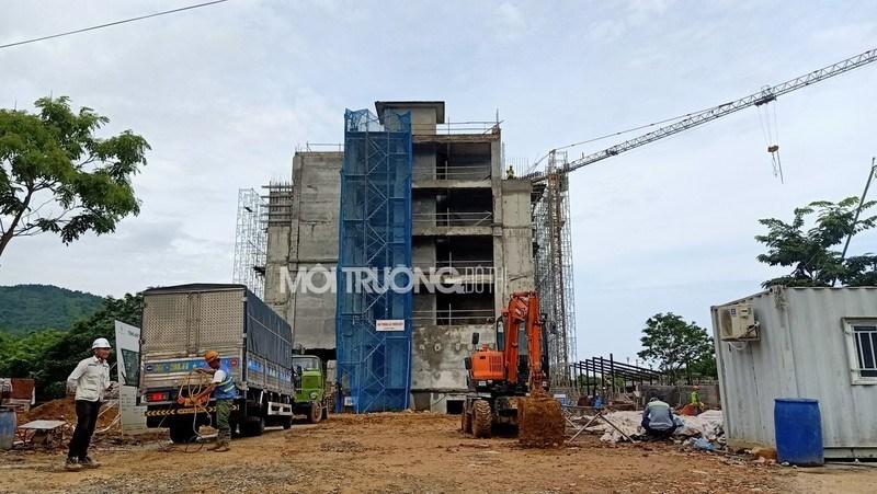 Khách sạn đang được cải tạo tại Apec Mandala Sky Villas Kim Bôi.