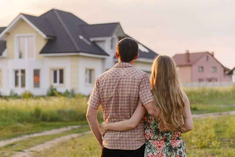 Vợ chồng hàng xóm thừa kế sáu lô đất - Ảnh 1