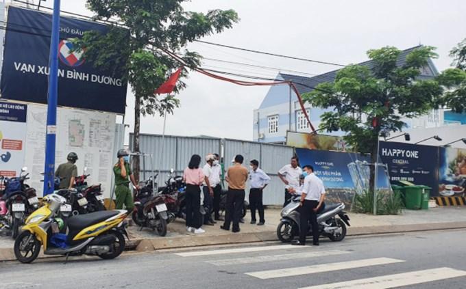 Thi công dự án Happy One Central: Tập đoàn Vạn Xuân đục tường Đài truyền hình Bình Dương xả thải chui vào khu dân cư - Ảnh 1
