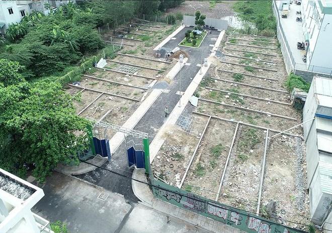 UBND quận Bình Tân, TPHCM đã có thông tin cảnh báo tình trạng phân lô, bán nền tại 3 khu đất quy hoạch đường xe lửa dự kiến thuộc phường Bình Hưng Hòa B.