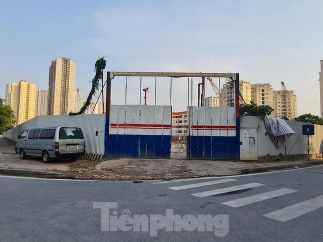 Sau hơn 10 năm được giao đất, Dự án Tổ hợp gara cao tầng, thương mại dịch vụ, văn phòng, khách sạn và căn hộ nằm tại ô đất B12 Nam Trung Yên ở phường Trung Hòa (Cầu Giấy, Hà Nội) vẫn chưa được triển khai.