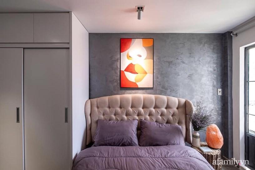 Phòng ngủ được ưu tiên thiết kế riêng tư và rộng rãi trên lầu.