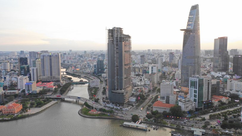 Cận cảnh cao ốc 'đắp chiếu', làm xấu bộ mặt trung tâm Sài Gòn - Ảnh 1