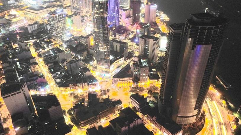 Cận cảnh cao ốc 'đắp chiếu', làm xấu bộ mặt trung tâm Sài Gòn - Ảnh 13