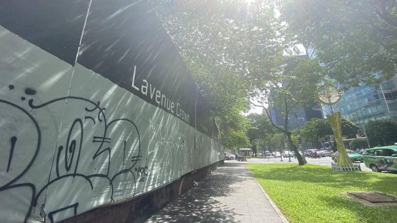 Cận cảnh cao ốc 'đắp chiếu', làm xấu bộ mặt trung tâm Sài Gòn - Ảnh 15