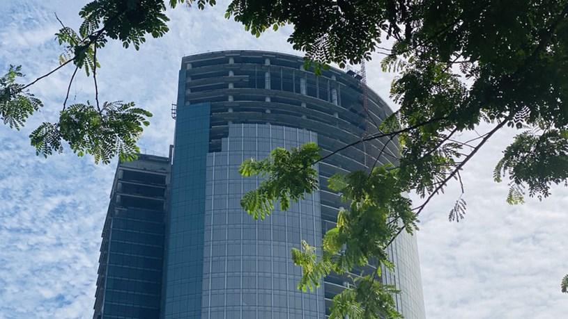 Cận cảnh cao ốc 'đắp chiếu', làm xấu bộ mặt trung tâm Sài Gòn - Ảnh 7