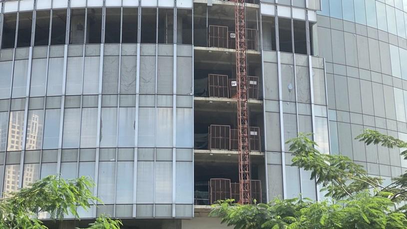 Cận cảnh cao ốc 'đắp chiếu', làm xấu bộ mặt trung tâm Sài Gòn - Ảnh 8