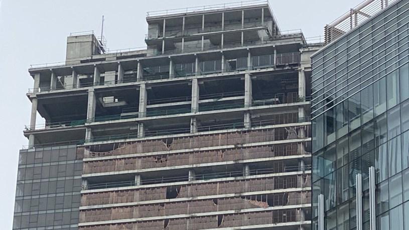 Cận cảnh cao ốc 'đắp chiếu', làm xấu bộ mặt trung tâm Sài Gòn - Ảnh 9