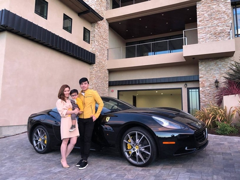 Cặp đôi còn sở hữu nhiều siêu xe đắt tiền. Ảnh: NSCC.