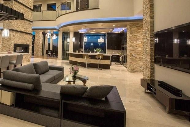 Mọi ngóc ngách trong biệt thự đều được bài trí nội thất sang trọng và có giá trị cao.