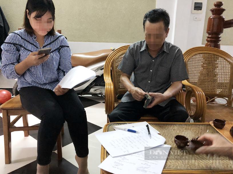 Gia đình chị Chanh ngày đặt cọc mua nhà tại Hà Nội. (ảnh NVCC)