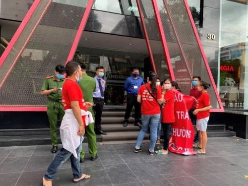 Cư dân The Star tiếp tục căng băng rôn đòi sổ hồng trước trụ sở Công ty An Gia - Ảnh 2