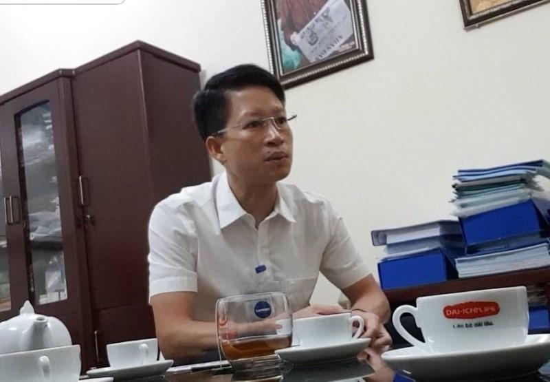 Ông Bùi Quang Cự – Phó Chủ tịch UBND phường Thượng Thanh trongbuổi trao đổi với nhóm phóng viên.