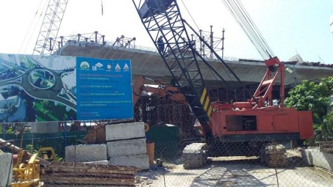 Công ty Cổ phần Tập đoàn Phúc Sơn đã được giao 3 dự án theo hình thức hợp đồng BT bao gồm: Dự án các tuyến đường, các nút giao thông kết nối sân bay Nha Trang; Dự án đường Vành đai 2; dự án nút giao thông Ngọc Hội. Giá trị hợp đồng 3 dự án lên đến trên 3.400 tỷ đồng tuy nhiên các dự án BT giữa tỉnh Khánh Hòa và Phúc Sơn đều chậm tiến độ vì thủ tục trì trệ.