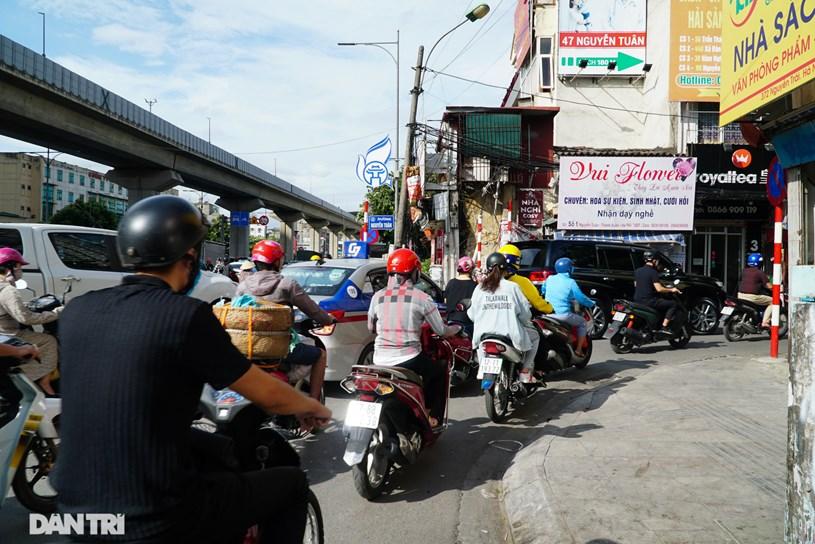 Việc mở rộng đường Nguyễn Tuân được kỳ vọng sẽ giải quyết vấn đề ách tắc giao thông đồng thời khiến bộ mặt đô thị tại đây khang trang, sạch đẹp hơn.