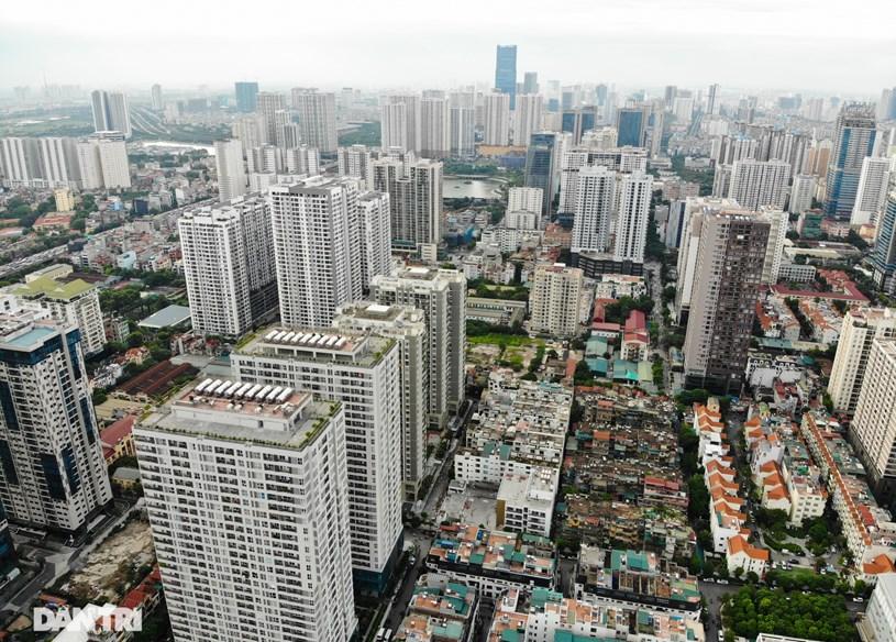 """Nhìn từ trên cao các tòa nhà chen chúc như một """"rừng cao ốc"""" giữa đô thị."""