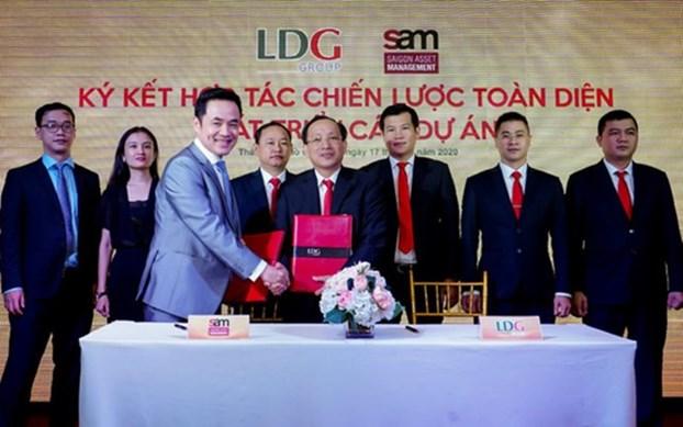 Ông Nguyễn Minh Khang, Tổng giám đốc LDG Group và ông Louis Nguyễn, CEO S.A.M bắt tay hợp tác chiến lược
