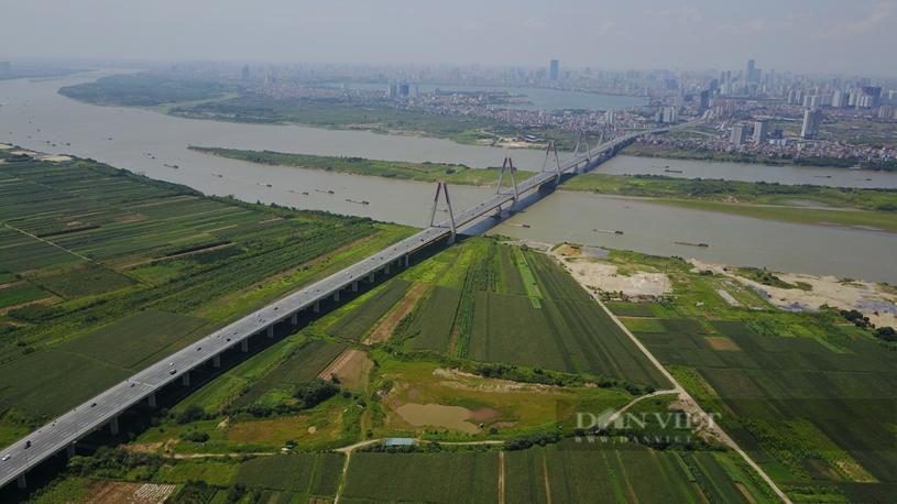 Cầu Nhật Tân bắc qua sông Hồng, kết nối trung tâm với các huyện phía Bắc Thủ đô. Ảnh: Trần Kháng