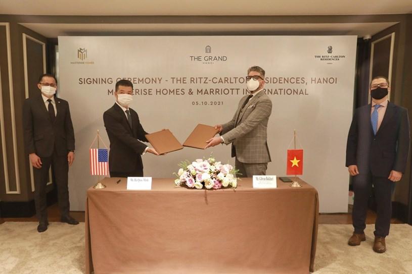 Tháng 10/2021, Masterise Homes và Marriott International chính thức hợp tác mang dự án Khu căn hộ hàng hiệu Ritz-Carlton đến Hà Nội – ghi dấu sự xuất hiện lần đầu tiên của thương hiệu Ritz-Carlton ở Việt Nam.