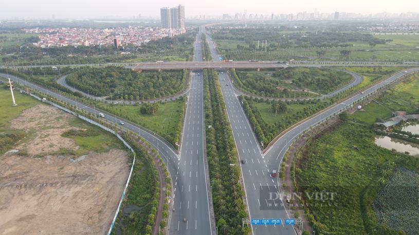 Đường Võ Nguyên Giáp kết nối khu vực trung tâm Thủ đô với Sân bay Nội Bài đi qua địa bàn huyện Đông Anh. Ảnh: Nguyễn Chương