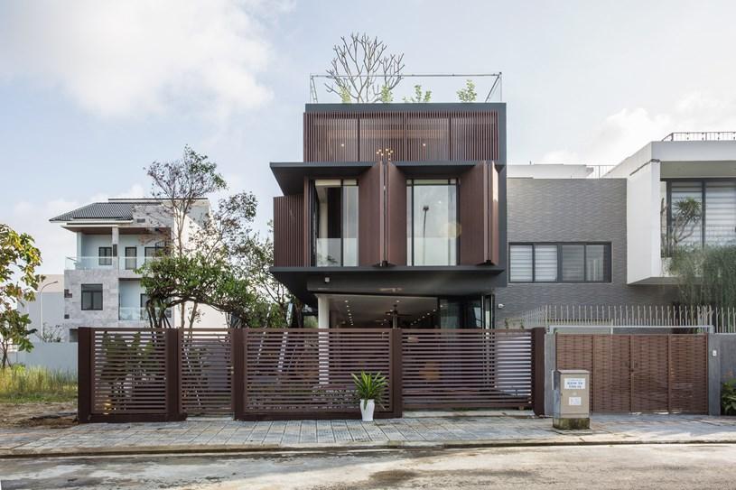 Nhà 2 tầng mở hoàn toàn với cửa kính, cả sân thượng là vườn trồng rau và khu vui chơi - Ảnh 1