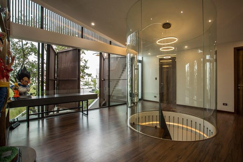 Nhà 2 tầng mở hoàn toàn với cửa kính, cả sân thượng là vườn trồng rau và khu vui chơi - Ảnh 12