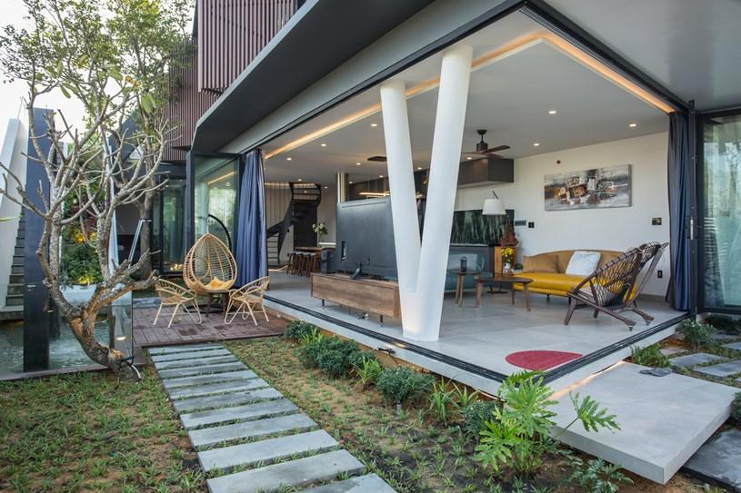 Nhà 2 tầng mở hoàn toàn với cửa kính, cả sân thượng là vườn trồng rau và khu vui chơi - Ảnh 14