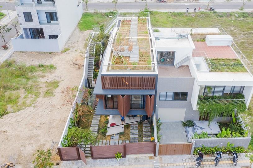 Nhà 2 tầng mở hoàn toàn với cửa kính, cả sân thượng là vườn trồng rau và khu vui chơi - Ảnh 3