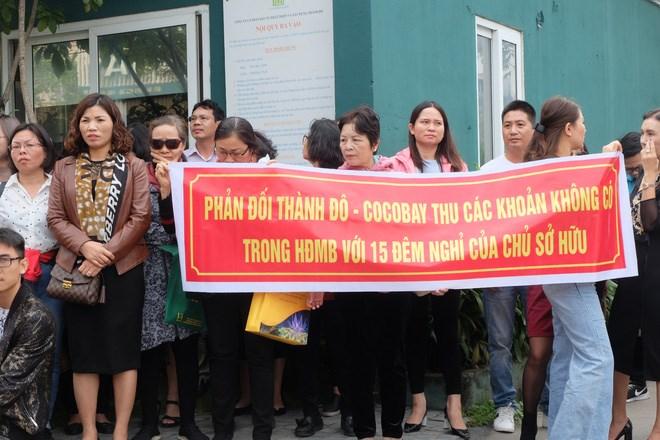 Nhiều trong số họ là những chủ sở hữu đã thanh toán 95% tiền mua Condotel tại Cocobay nhưng chưa được nhận được căn hộ và mới chỉ được thanh toán cam kết lợi nhuận 2 năm.