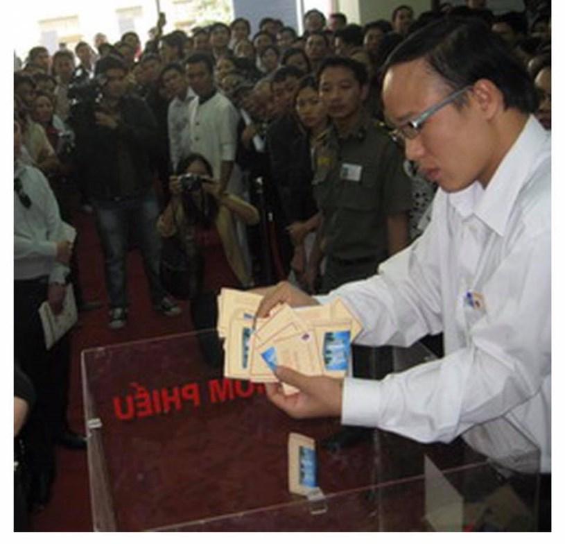 Cảnh bốc thăm căn hộ Lê Văn Lương Resident của Nam cường cuối năm 2009 với giá 20-24 tr... đến 2011-2012 giá xuống 14 tr