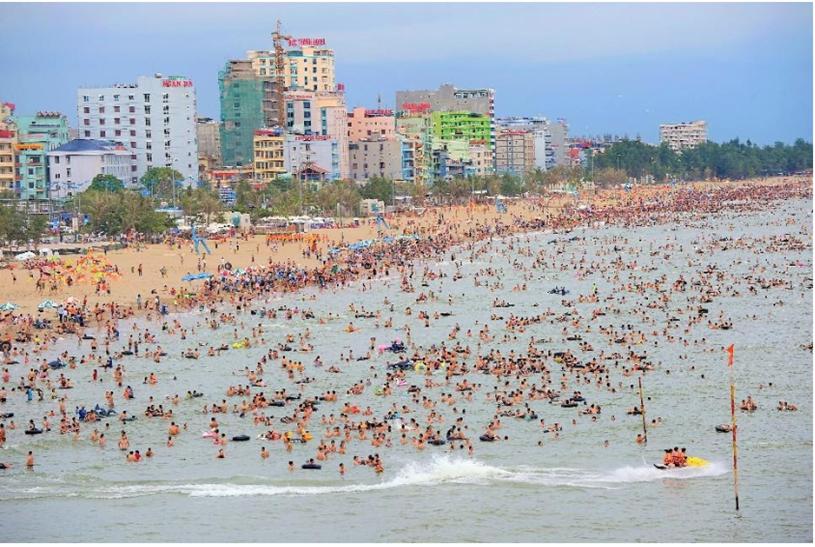 Bãi biển Sầm Sơn đẹp nhưng chưa thu hút lượng khách cao cấp tiêu dùng cao