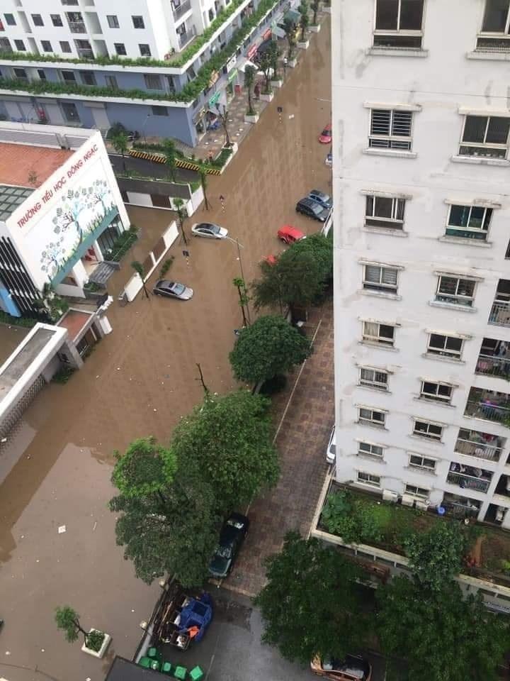 Cư dân KĐT Ecohome 3 tá hỏa khi mua phải căn hộ mỗi khi mưa xuống đường biến thành sông - Ảnh 3