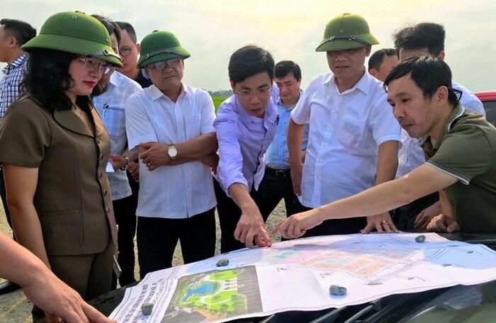 CTCP Tập đoàn HDB Việt Nam và lãnh đạo địa phương khảo sát địa điểm triển khai dự án khu đô thị tại thị trấn Thạch Hà