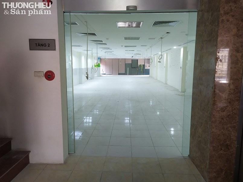 Bà Hoàng Thanh Bình và gia đình đã sửa chữa từ tầng 1 đến tầng 4 của căn nhà 79 Láng Hạ theo đúng yêu cầu của Eximbank.