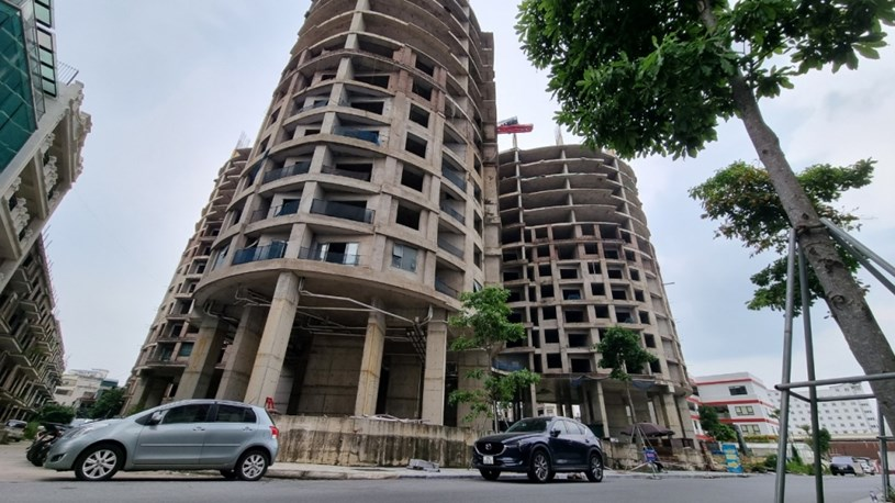 Dự án đã dừng thi công ở tầng 14 từ lâu, và căn hộ tại tầng 18 theo hợp đồng ký với ông S đang nằm trong lương lai