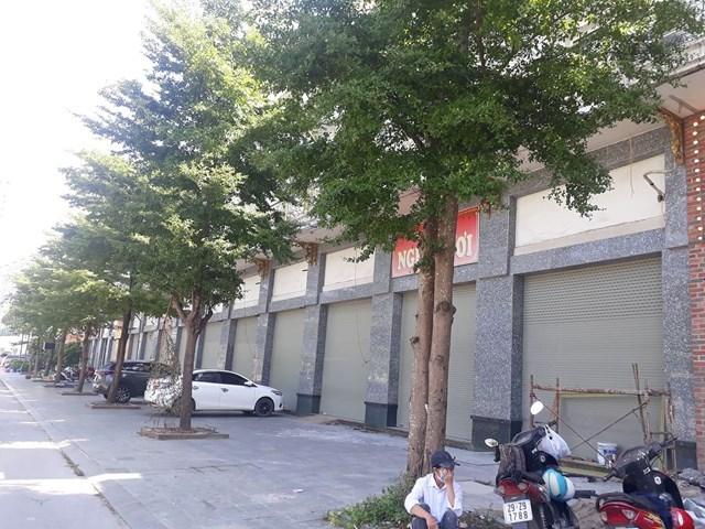 Loạt dự án shophouse 150 triệu/m2 trên tuyến Tố Hữu cửa đóng, bỏ hoang: Shophouse Him Lam Vạn Phúc giá đến 300 triệu đồng/m2 có cơ hội đầu tư sinh lời hay không? - Ảnh 1